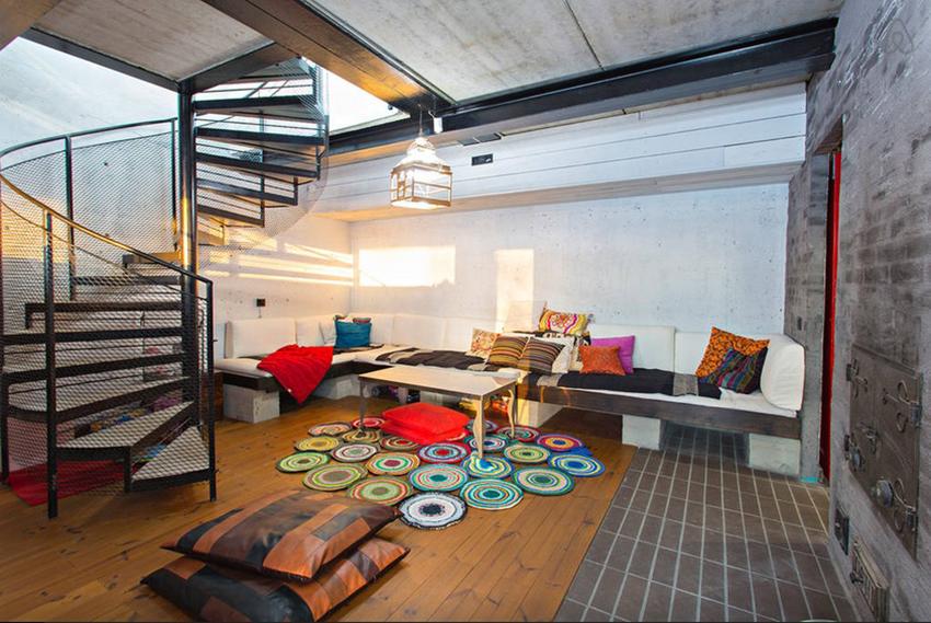 芬兰工业风挑高住宅装修效果图