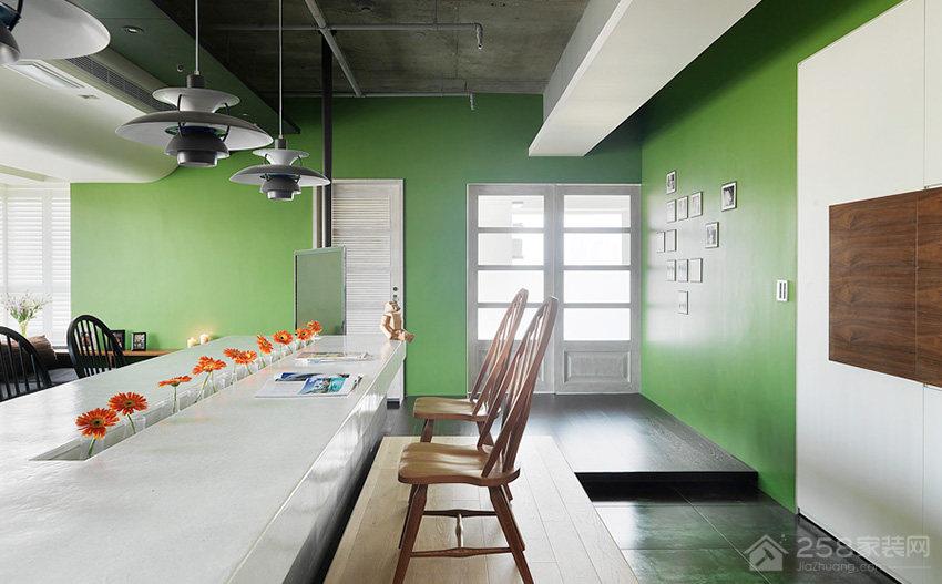 时尚彩色餐厅家庭餐桌椅图片