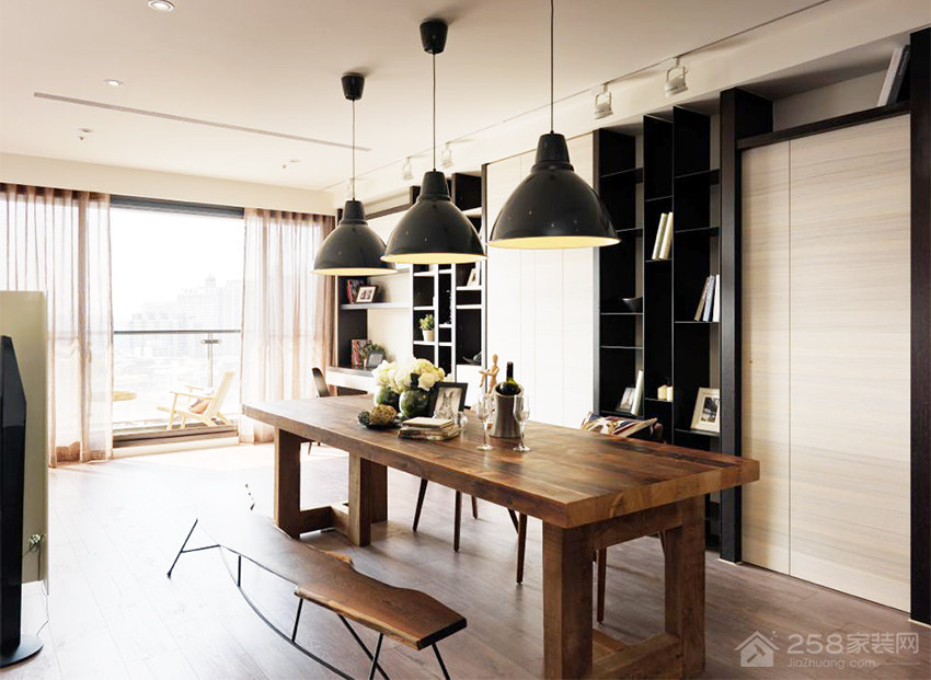 餐厅原木色家庭餐桌椅展示图