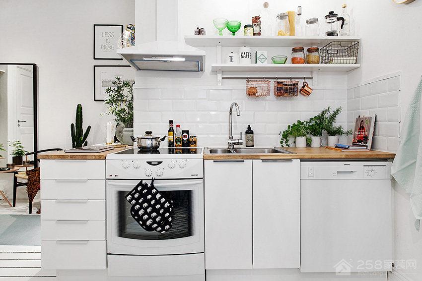 清新北欧风厨房白色橱柜门板展示图