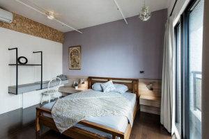 混搭工业风公寓卧室实木床展示图