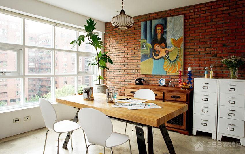 Loft公寓餐厅原木色四人长餐桌图片