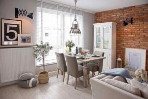 波兰低彩度北欧风公寓装修效果图