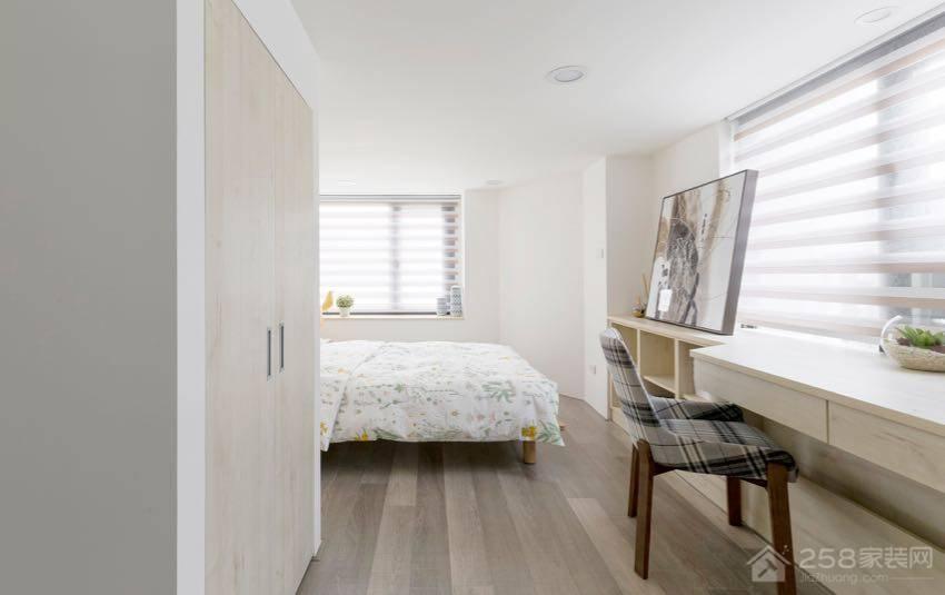 北欧风夹层住宅卧室平开门衣柜图片