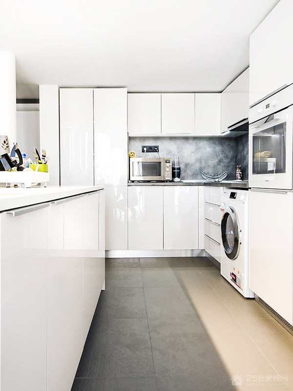 北欧风格厨房白色橱柜门板效果图