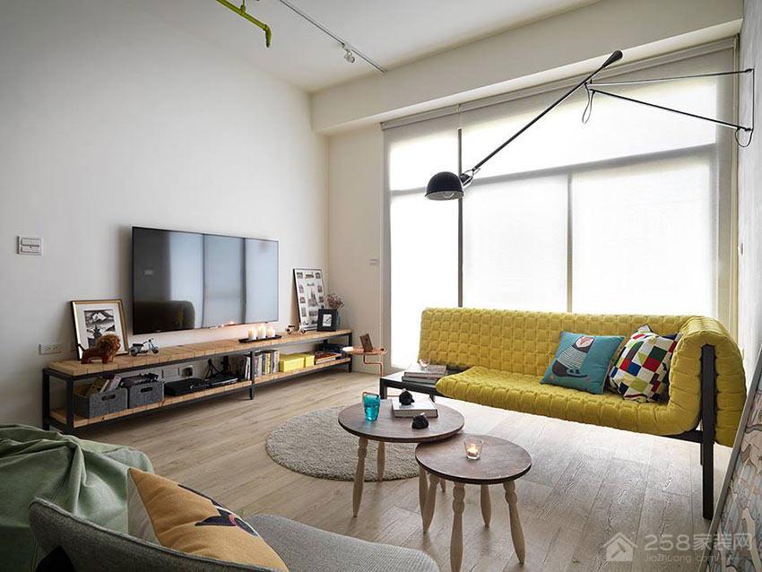 轻工业风公寓客厅原木色圆形茶几图片
