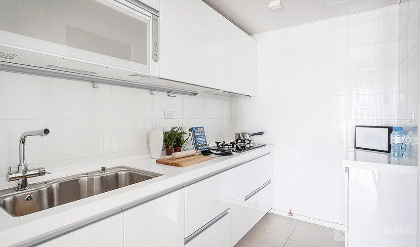 现代北欧亲子宅厨房白色橱柜门板图片