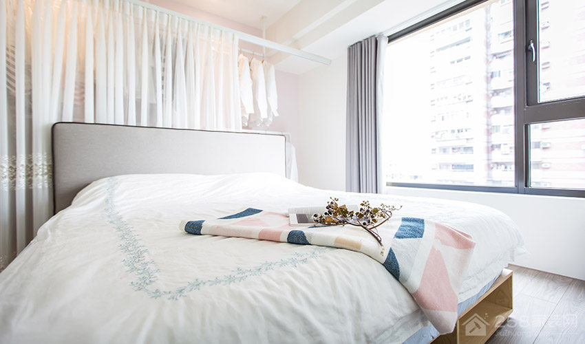 现代简约卧室布艺双人床图片