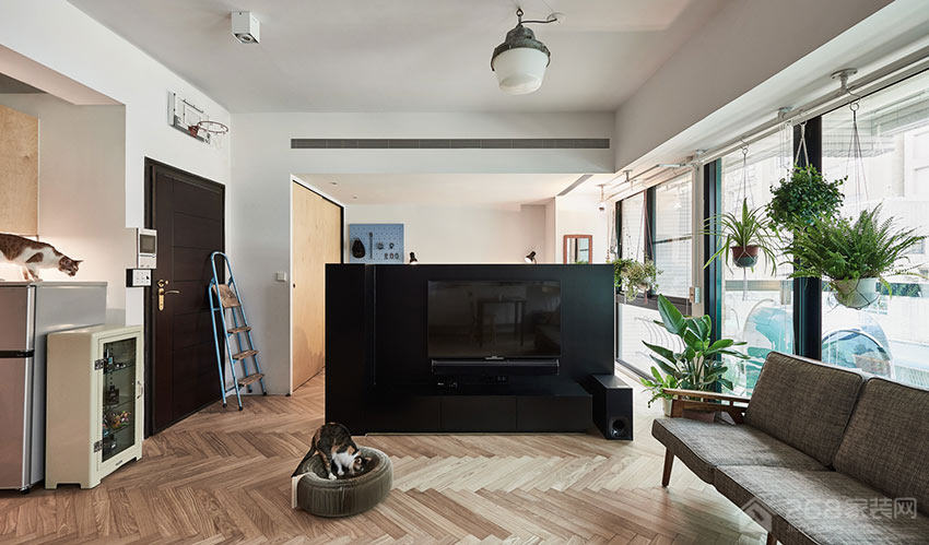 现代客厅简约黑色电视墙图片