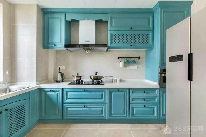 清爽天蓝色实木橱柜效果图
