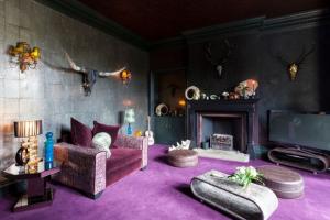 不同的家居空间搭配深色地毯会有怎样的效果呢?