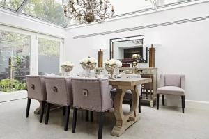 餐桌和餐椅不一定要配套买,混搭风格也很精致