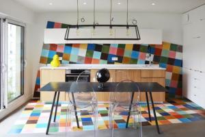 开放式的厨房就该把背景墙设计成这样