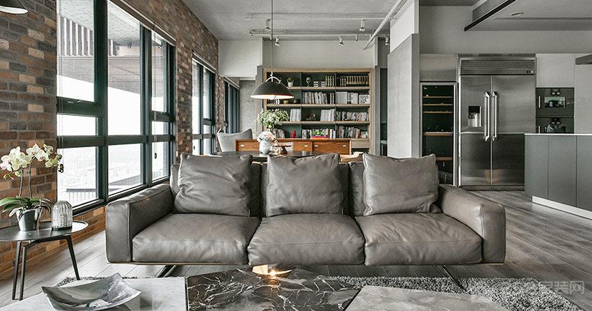 130平的开放式空间格局,设计师用水泥灰色展现了沉稳的生活态度