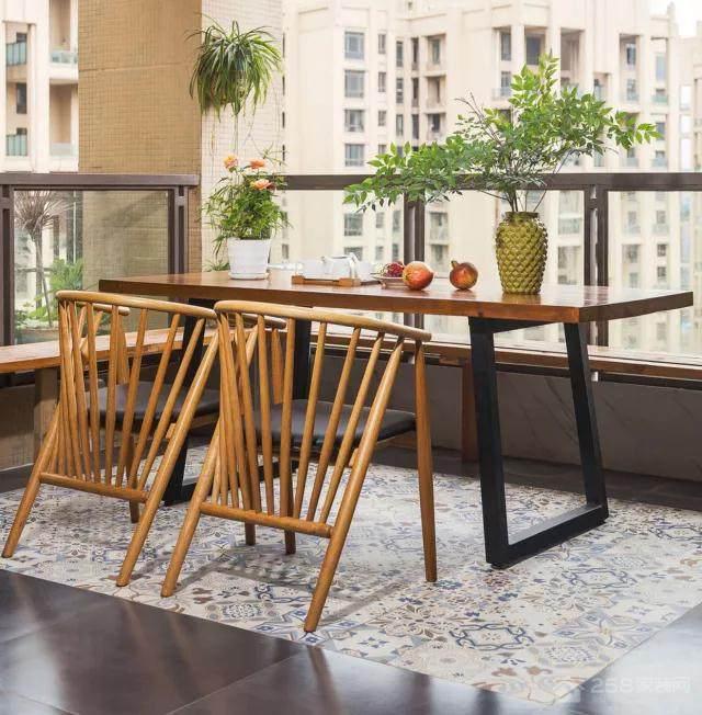 他们家的开放式阳台能当茶餐厅!