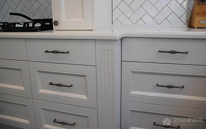 选择橱柜拉手时,需要考虑到哪些细节问题?