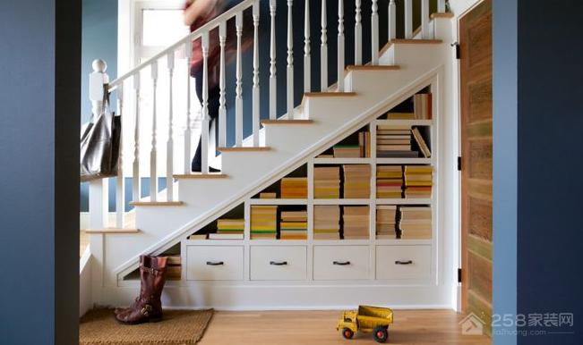 利用家中闲置地方装修书柜