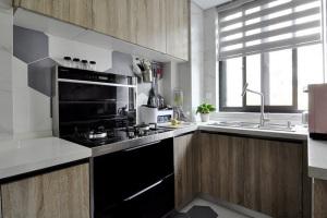 现代简约原木设计L型厨房家装效果图