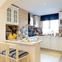 地中海风带吧台L型厨房装修效果图