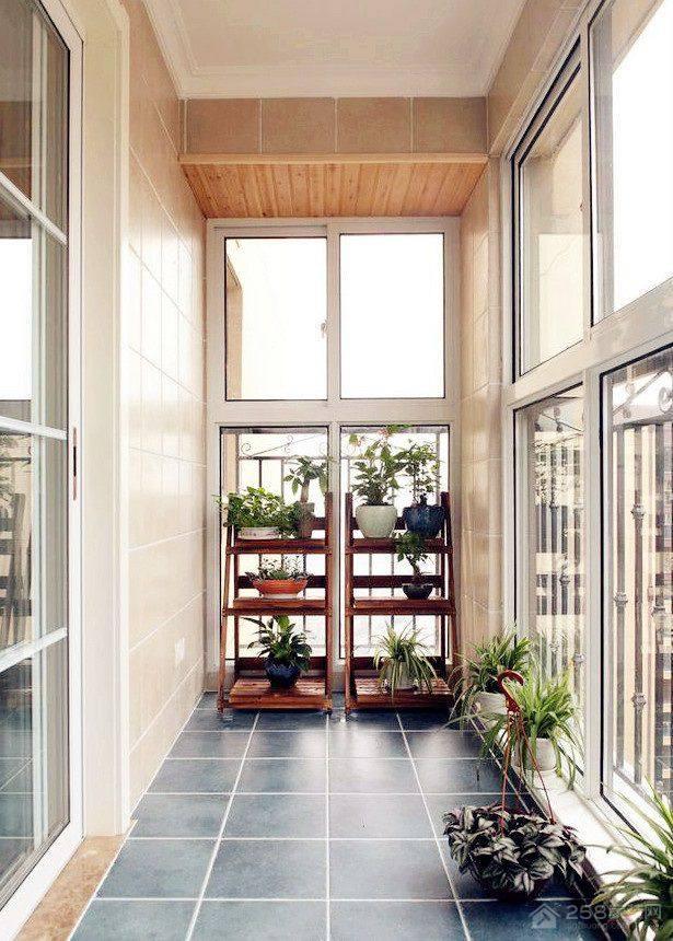 简单实用木制阳台花架设计