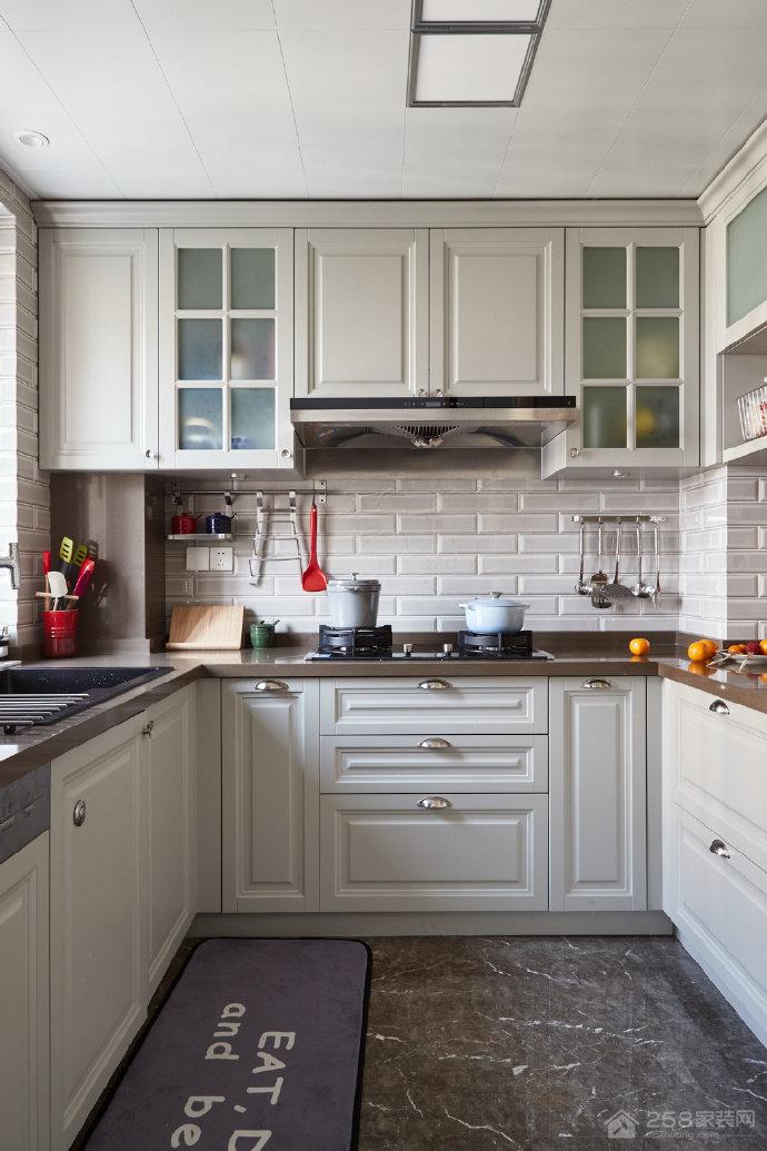 时尚简约美式厨房烤漆橱柜图片
