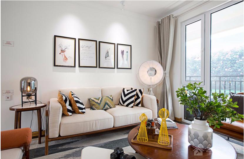 小户型客厅现代布艺沙发效果图