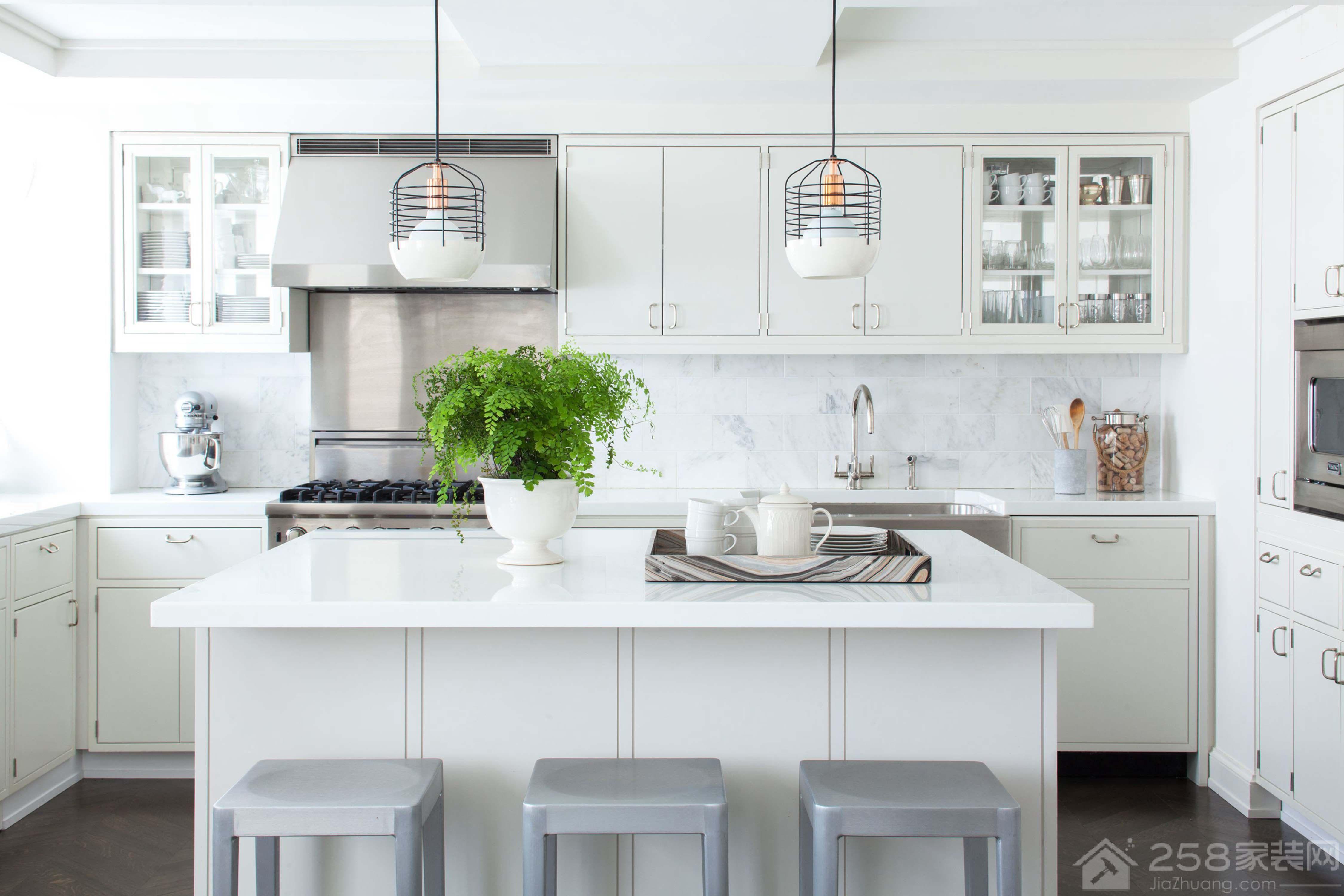 北欧风格白色调厨房中岛台设计