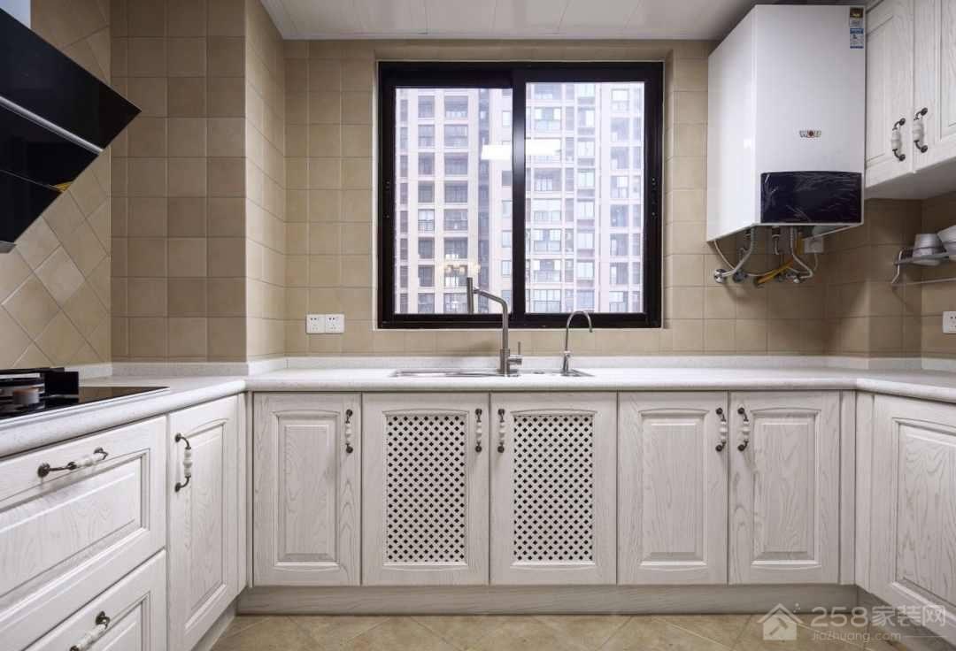 美式设计厨房白色木橱柜图片