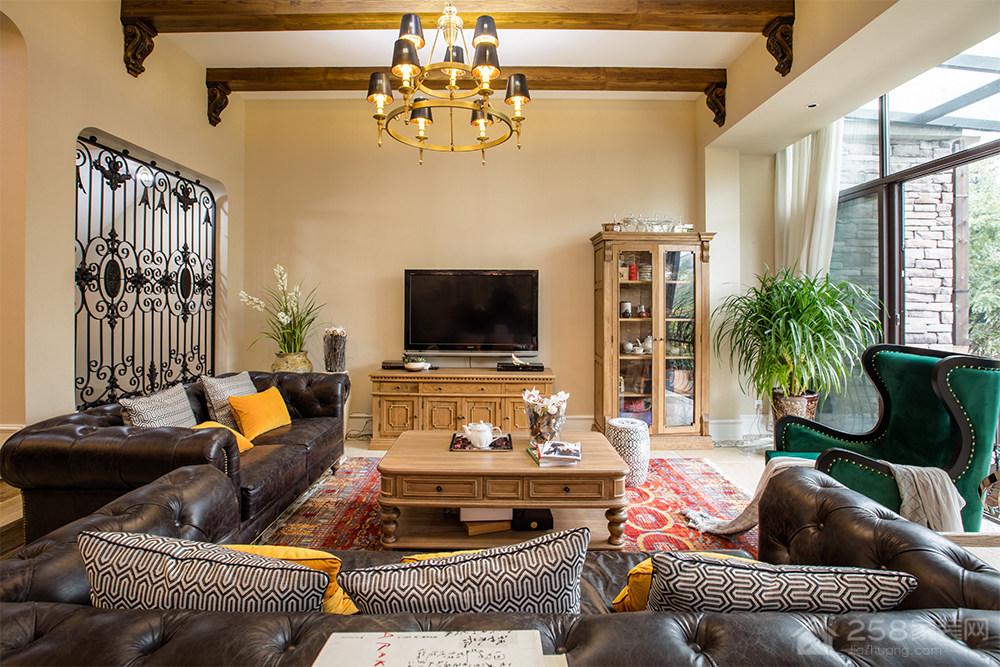 温馨美式风格客厅电视墙图片