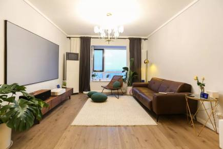 123平米宽敞大三居 大白墙装出高级感