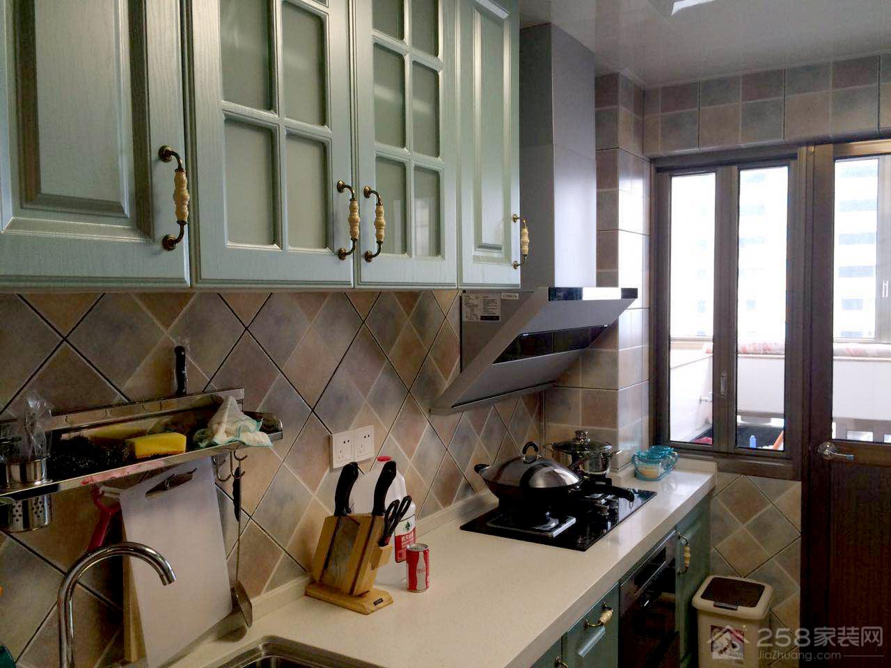 田园风厨房绿色实木橱柜图片