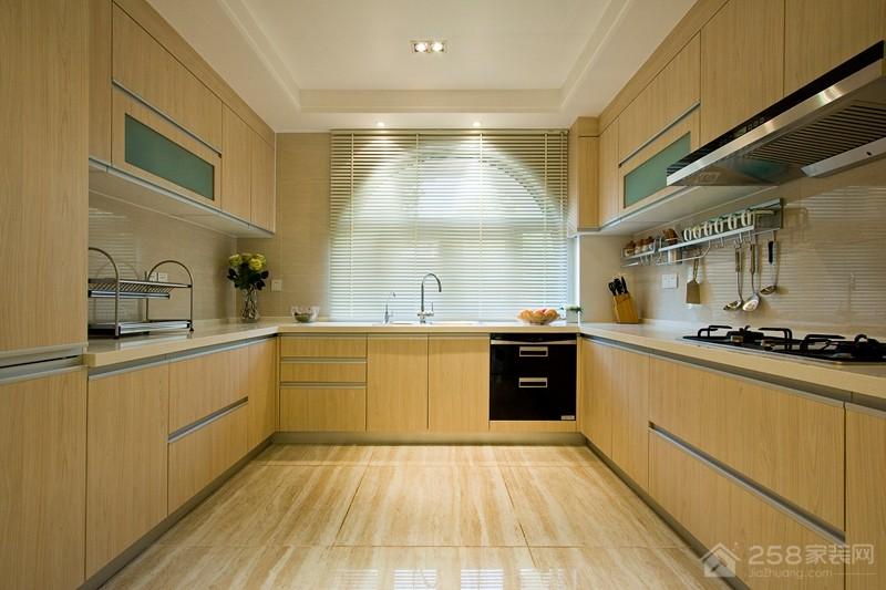 现代简约风厨房原木色实木橱柜装修效果图